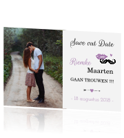 Stijlvolle save the date snor lippen lavendel