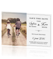 Vintage save the date met zwart en typografie