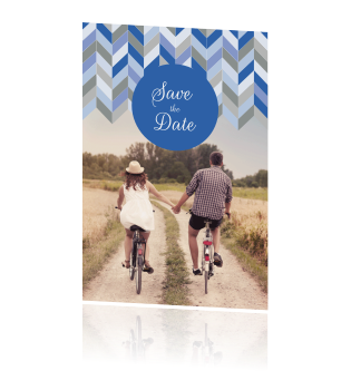 Save the date kaart chevron patroon blauw grijs